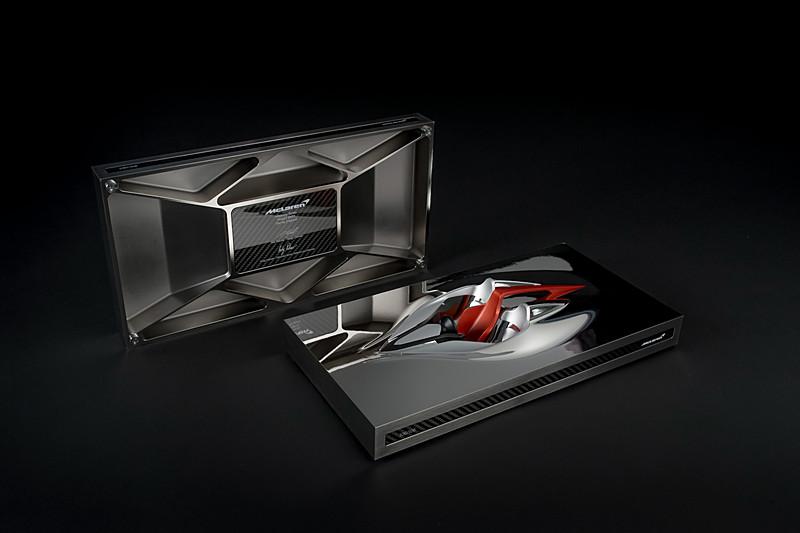 「Hyper-GT」オーナーに贈られるスカルプチャー(彫刻)「スピード・フォーム」