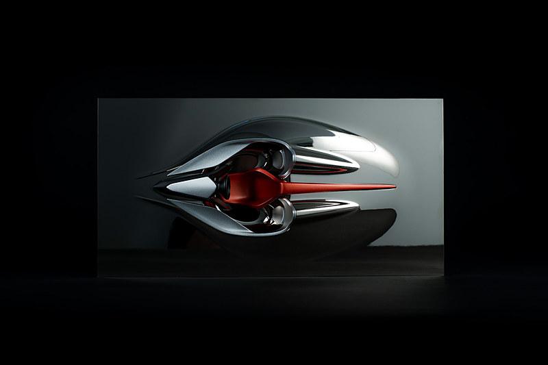 100時間以上の製作時間をかけて作られたスカルプチャー「スピード・フォーム」。Hyper-GTのインテリアを精密に再現したもので、1つひとつに番号が付けられた非売品とのこと