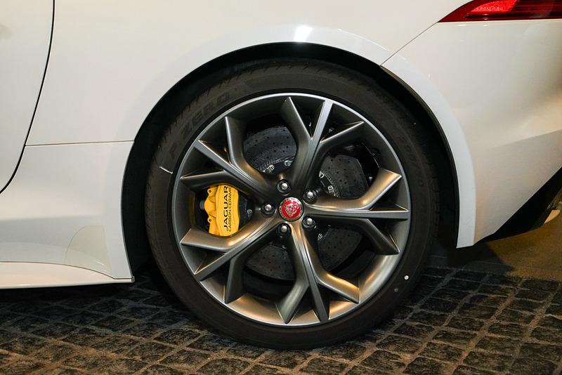 後輪もディスクブレーキ。タイヤサイズは295/30 ZR20