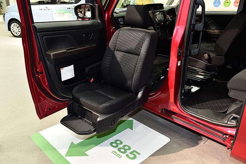 助手席リフトアップシートはAタイプ、Bタイプ共通の装備