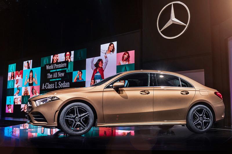 北京モーターショー 2018で世界初公開された中国専用車「Aクラス L セダン」