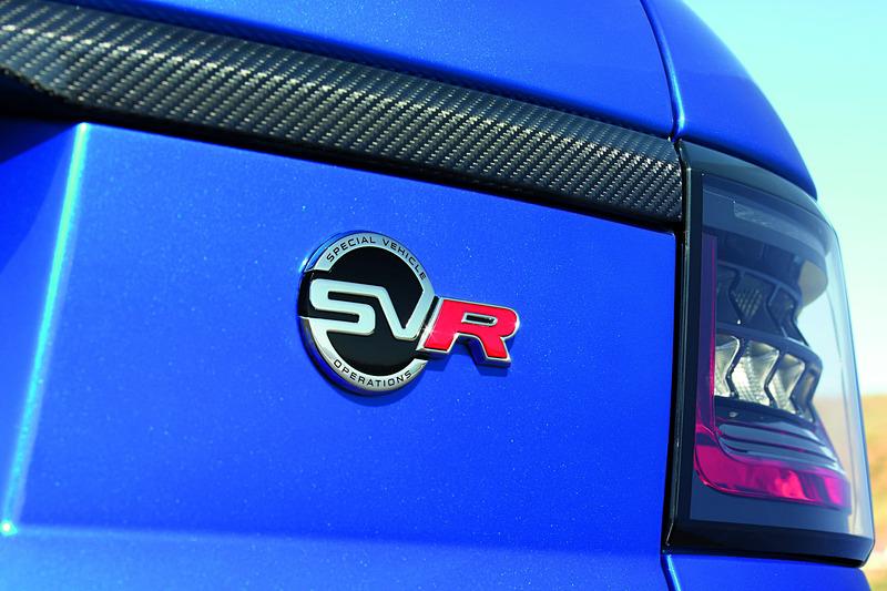 2018年モデルのレンジローバー スポーツではフロントグリルやボンネット、フェンダーベント、LEDのライト類などのデザインを一新