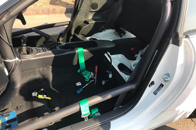 主催者もスクールカーを使ってガス欠テストを行なうの図。皆が本気で問題解決に立ち向かっております