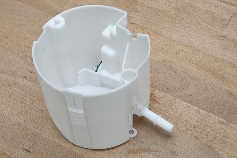 通称「フューエルカップ」「コレクタータンク」などと呼ばれる燃料ポンプが納められる部品