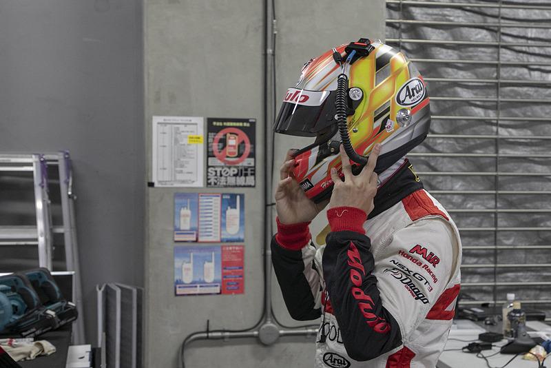 第2戦のスタートドライバーは大津選手。SUPER GT決勝デビューとなるだけに多くの関係者、メディアがその走りに注目していた