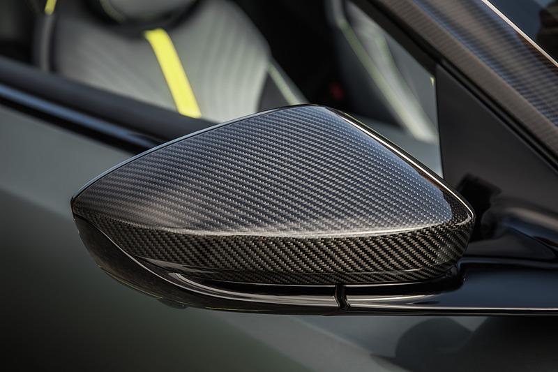 DB11 AMR「AMRシグネチャー・エディション」も登場。こちらは100台限定モデルで価格は20万1995ポンド