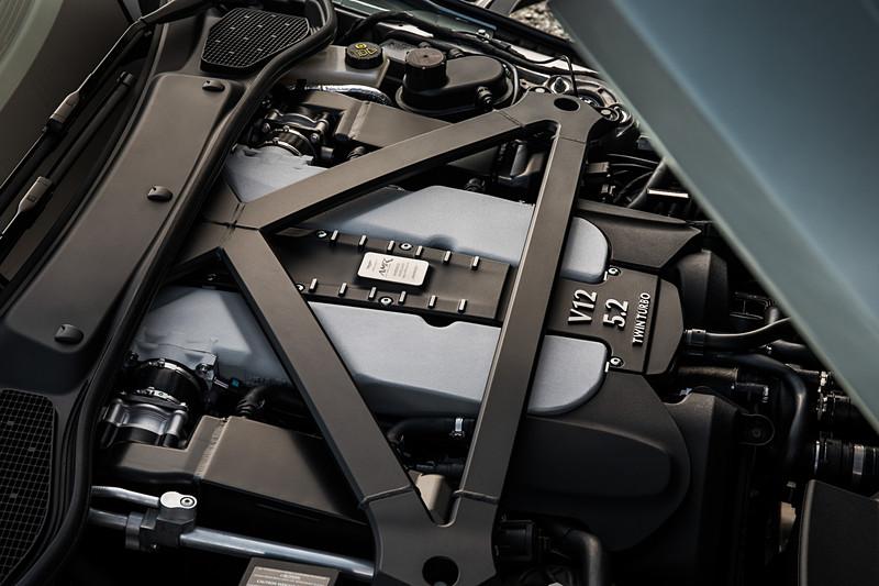 DB11 AMRが搭載するV12エンジン