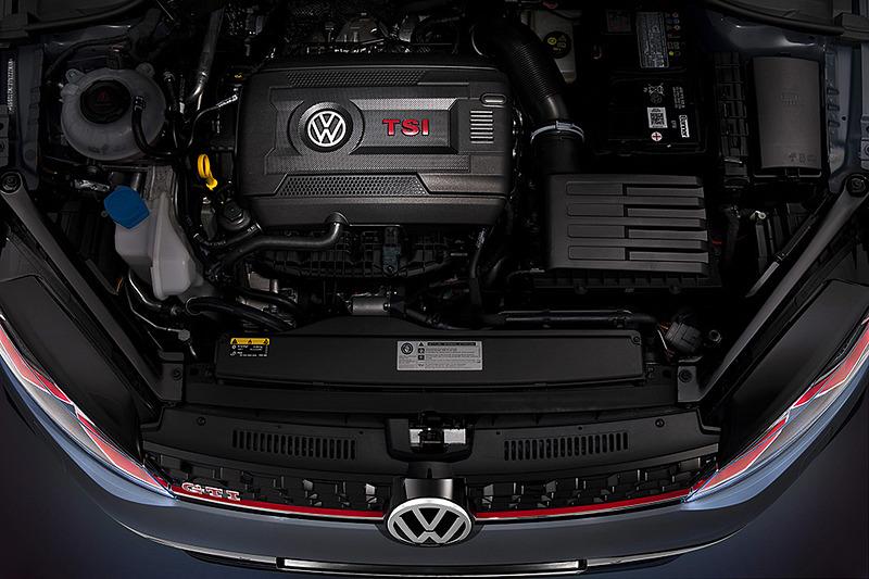 搭載エンジンは最高出力213kW(290PS)/5000-6800rpm、最大トルク370Nm/1600-4300rpmを発生