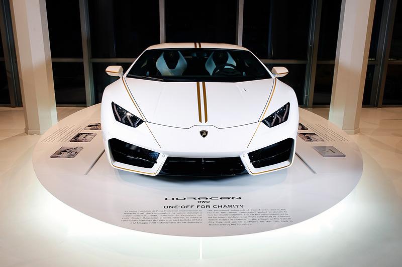 フランシスコ法王に贈呈された「ウラカン RWD」が71万500ユーロ(約9438万円)で落札された