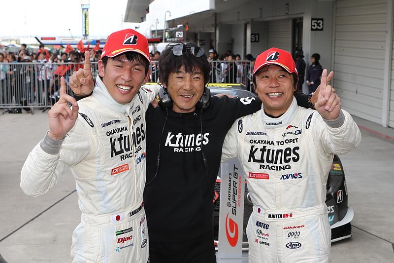 写真左から、中山雄一選手、影山正彦監督、新田守男選手