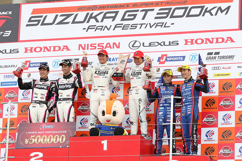 GT300クラスの表彰台