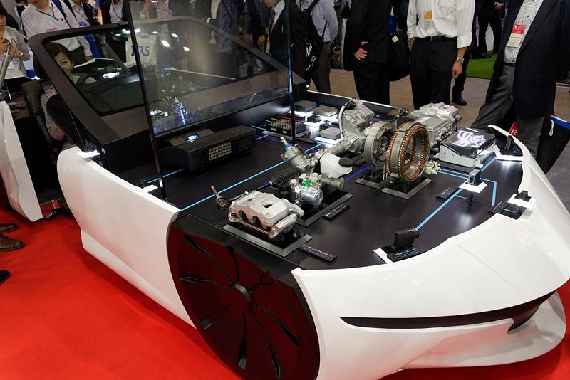 EVや自動運転車に向けたデバイスを大量に展示する日立オートモティブシステムズ