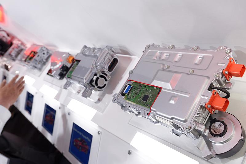 1963年からフォークリフトのEV化を進めてきた同社はEV市場におけるアドバンテージを持っており、さまざまなEV関連機器を提供している