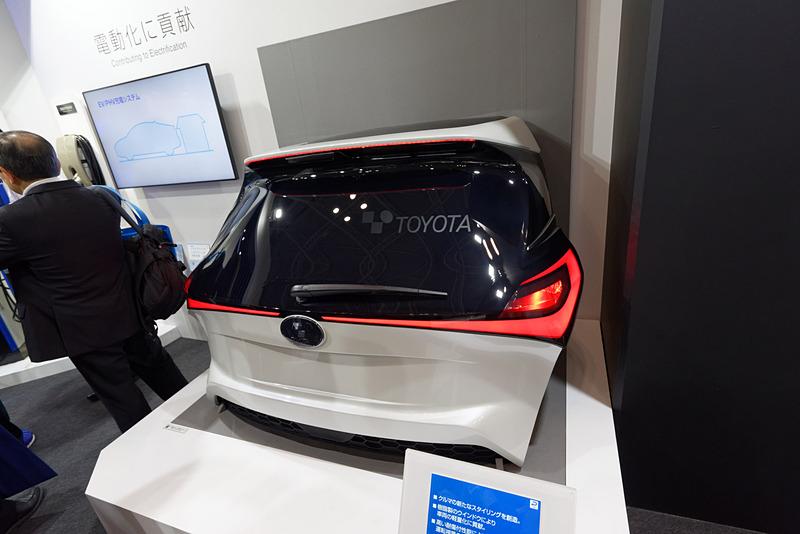 東京モーターショー 2017でも展示したポリカーボネート製のリアウィンドウ