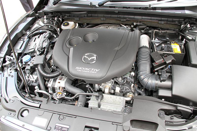 直列4気筒DOHC 2.2リッターディーゼル「SKYACTIV-D 2.2」エンジンは最高出力140kW(190PS)/4500rpm、最大トルク450N・m(45.9kgf・m)/2000rpmを発生