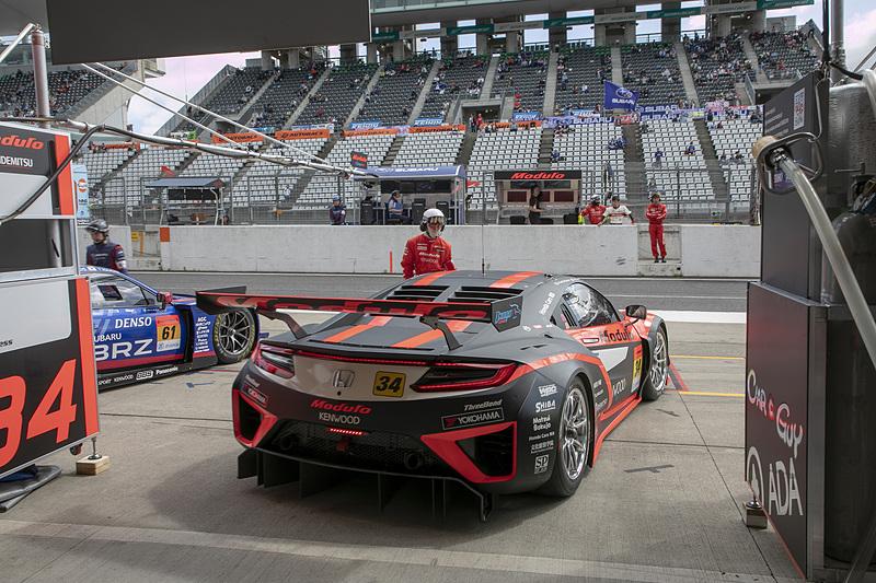 34号車は横浜ゴムのタイヤを使用する。鈴鹿には「ミディアム」と「ミディアムハード」というコンパウンドが異なる2種類のタイヤを持ち込んだので、公式練習ではこれらのタイヤのテストを行なった
