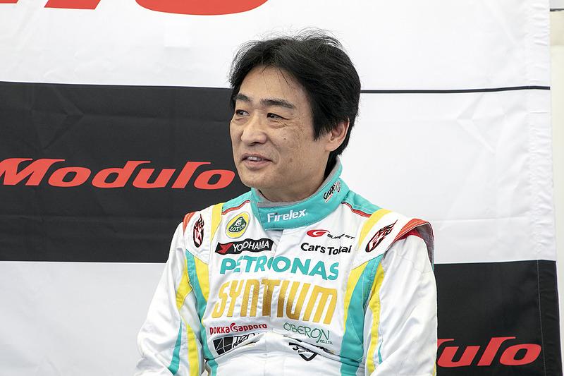 高橋一穂選手。水村さんから「2号車の走りで『ここを見てほしい』というところはありますか?」という質問に「いや~、ボクのときは見なくてもいいです」と発言し、会場の笑いを誘っていた