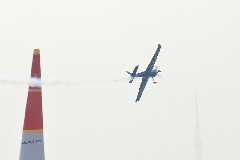 フリープラクティスを飛行する室屋選手