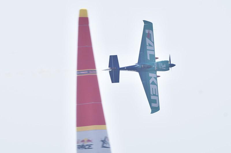 決勝レース「ラウンドオブ14」の室屋選手のフライト