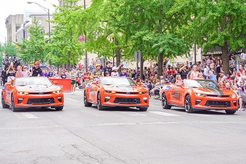 3列目のドライバー、左から9位スコット・ディクソン選手、8位エリオ・カストロネベス選手、7位ダニカ・パトリック選手