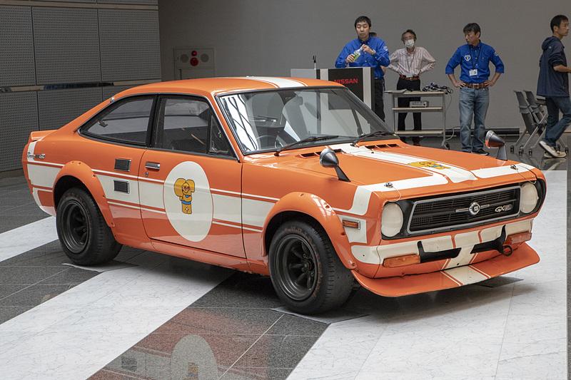 1972年製「B110 サニー 1200 クーペ GX-5 特殊ツーリングカー仕様(TSレース仕様)」だが、実戦に出ていたものではなく、東京モーターショーの展示用車両