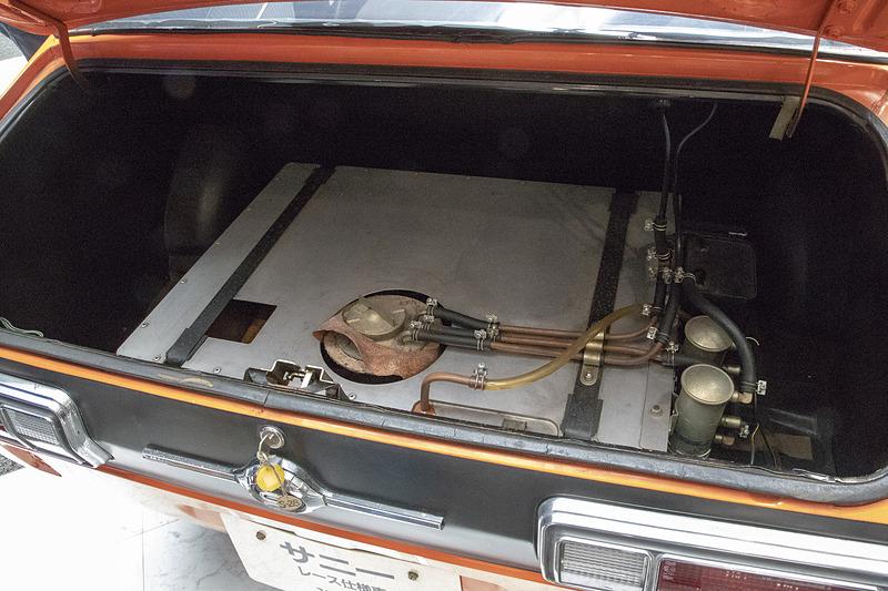 燃料タンクもレース用オプションの安全タンクになっていた。燃料まわりは安全性重視で現代のパーツを使って再生される