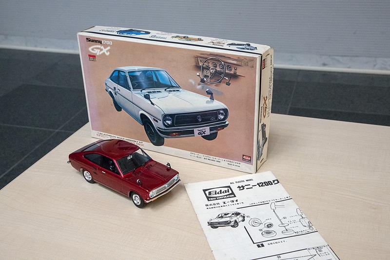 クラブ員が持参したサニー 1200 クーペ GXのプラモデル。当時のものでメーカーはエーダイ。価格は300円だった