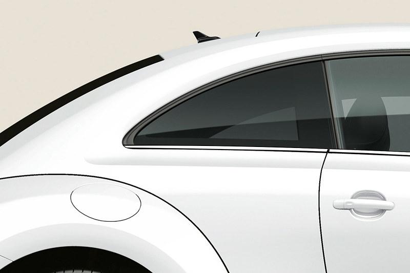 UVカット機能付のダークティンテッドガラス(リア/リア左右)