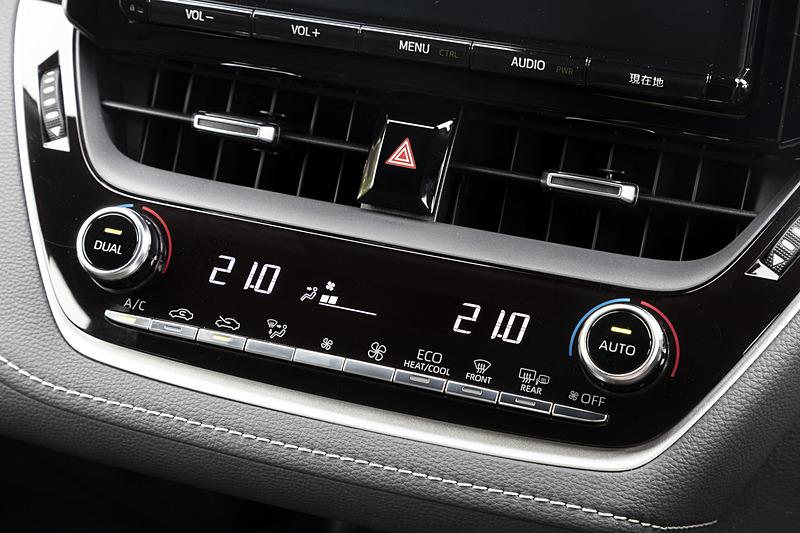オートエアコンは温度を左右独立して調節可能