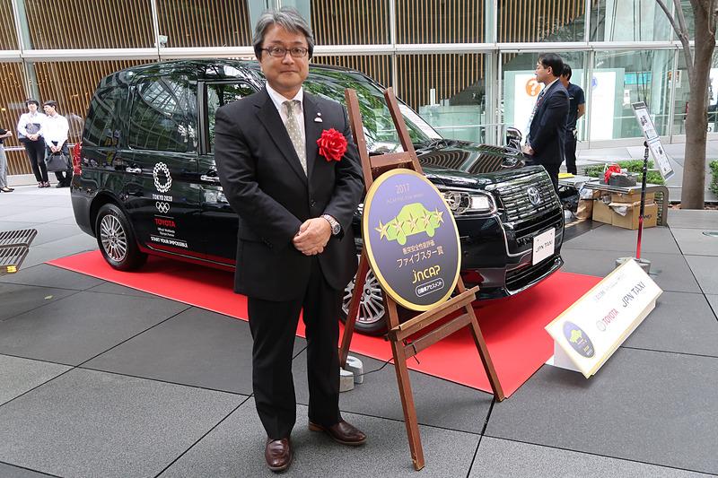 「JPN TAXI」の開発担当者として登壇したトヨタ自動車株式会社 Toyota Compact Car Company TC 製品企画 ZP チーフエンジニアの粥川宏氏は「タクシーは、われわれの中で最も身近な公共交通だと思っております。その公共交通としての役割、それは快適に移動するだけではなく、安心・安全に移動できることも非常に大事だと考えております。われわれはこの『JPN TAXI』の開発でそれを目指してきました。結果としてこのような賞をいただけたことは、われわれ開発陣としても非常に励みになります。これからこの『JPN TAXI』で、バリアフリーな街作り、そしてビジット・ジャパン事業にしっかり貢献していきたいと思います」とコメント