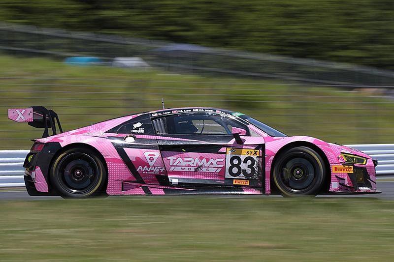 ST-Xクラス2位の83号車「Phoenix racing Asia R8」