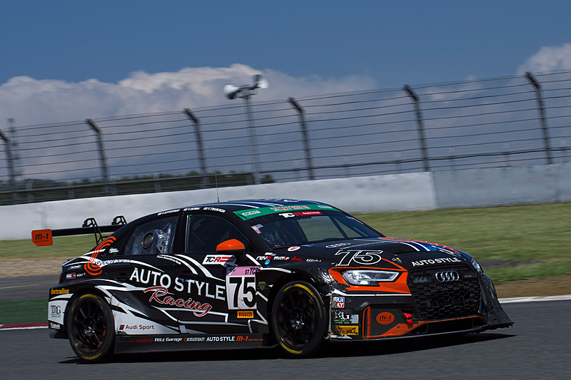 ST-TCRクラス優勝の75号車「m-1 CARFACTORY RS3 LMS」