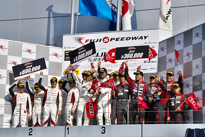 ST-TCRクラスの表彰式。97号車 Modulo CIVIC TCRは2位表彰台を獲得