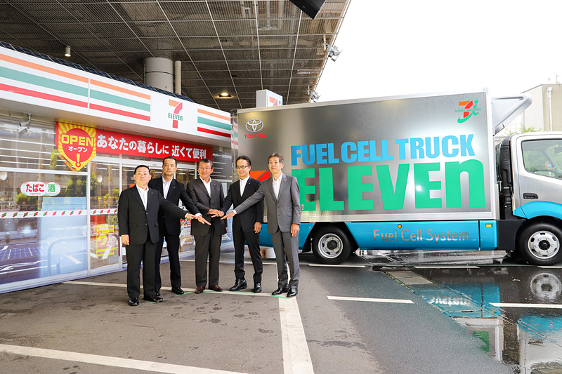 トヨタ自動車とセブン-イレブン・ジャパンが次世代型コンビニ店舗の共同プロジェクトに関する説明会を開催