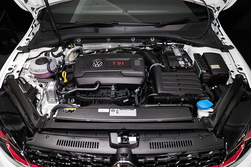ゴルフ GTI Dynamicが搭載する直列4気筒DOHC 2.0リッターターボエンジンは最高出力169kW(230PS)/4700-6200rpm、最大トルク350N・m(35.7kgf・m)/1500-4600rpmを発生