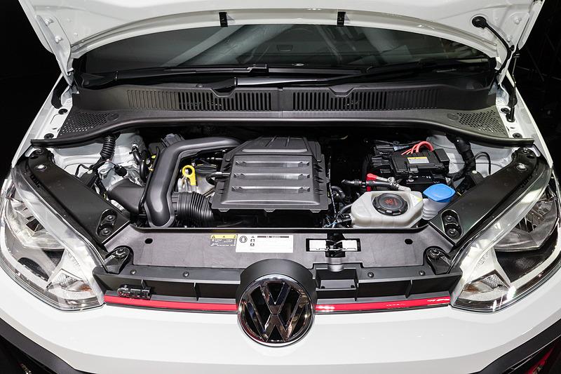 up! GTIが搭載する直列3気筒DOHC 1.0リッターターボエンジンは、最高出力85kW(116PS)/5000-5500rpm、最大トルク200N・m(20.4kgf・m)/2000-3500rpmを発生