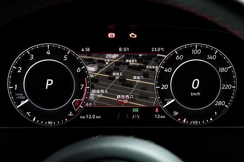 ゴルフ GTI Dynamicでは純正インフォテイメントシステム「Discover Pro」や、デジタルメータークラスター「Active Info Display」などを標準装備