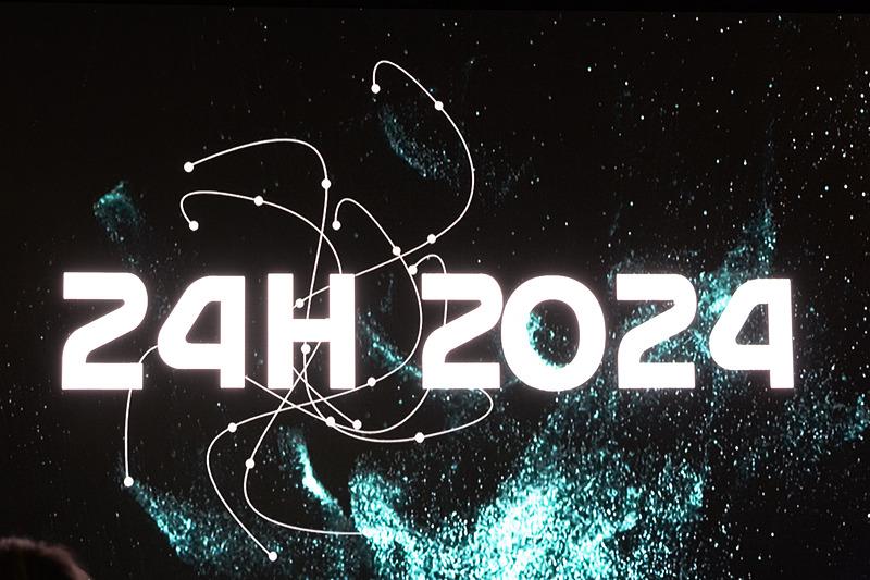 24時間レースと2024年のイメージが出た後、それがH2に。水素分子を表わしていると思われる