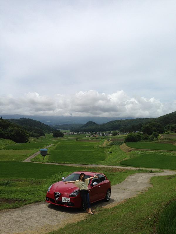 長野県の野尻湖周辺には、日本むかし話に出てきそうな絶景が。この時は7月で緑がイキイキとしていましたが、秋にはきっと金色の景色が広がるんでしょうね。