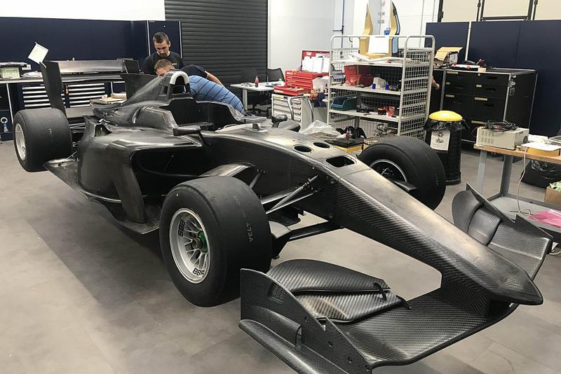 """「クイック&ライド」という基本コンセプトを踏襲し、""""同レベルのエンジンパワーを有するシングルシーターカーの中で世界的に最も軽量な車両の1つ""""となるSF19"""
