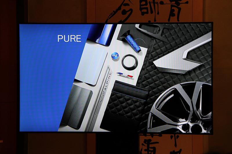 カタログモデルでは「PURE(ピュア)」グレードと「LEGENDE(レジェンド)」グレードを設定