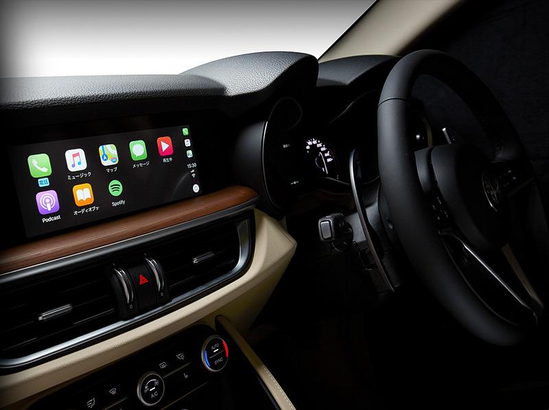 プレミアムレザーシートやウッドパネルが特別装備される導入限定車「ステルヴィオ・ファースト・エディション」