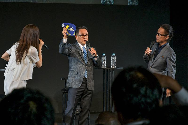 友山副社長がル・マンの表彰台に置いてきた帽子を洗って持ってきたという豊田社長