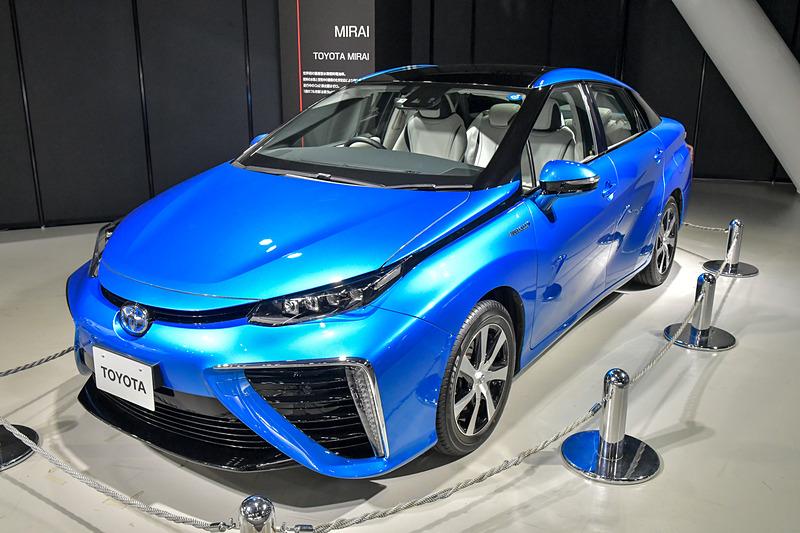 世界初の量産型水素燃料電池車、「MIRAI」