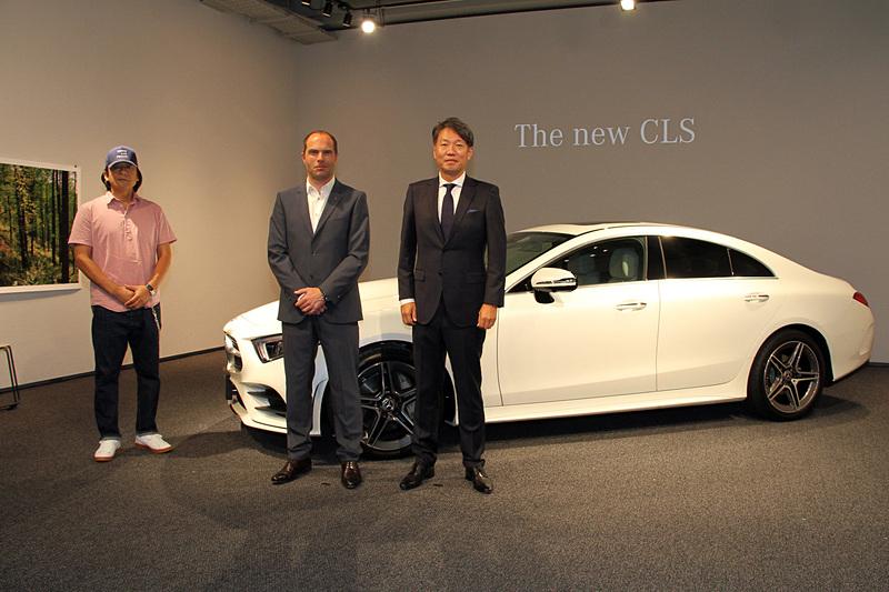 新型4ドアクーペ「CLS」の発表会に出席した独ダイムラー エクステリアデザイン責任者のロバート・レズニック氏(中央)に、新型CLSのデザインについて聞いた