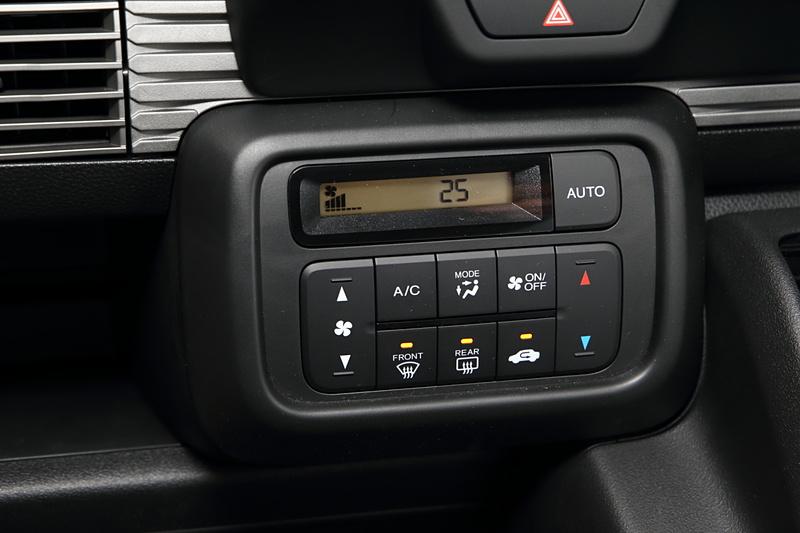 フルオートエアコンが全車標準装備。Gを除く全車に「PM2.5対応高性能集塵フィルター」も装備する