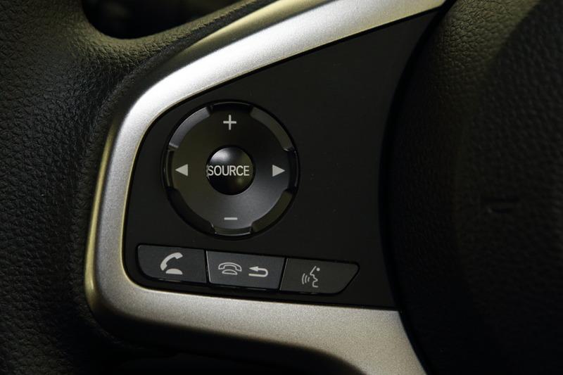 +STYLEの2モデルでは、オーディオを助手席側のトーボード内に配置していて本体は見えない「USBオーディオ」を採用。操作はステアリングスイッチで行ない、オーディオの情報はマルチインフォメーションディスプレイで確認