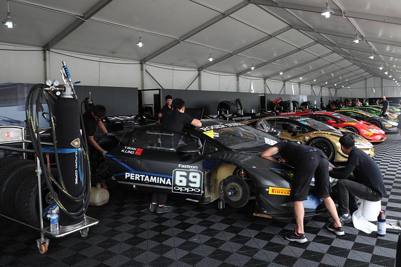 このレースでは海外チームの参戦も多いので、ピットの雰囲気も独特。海外のサーキットに行かずとも、海外のレースを観戦するような気分になるかも