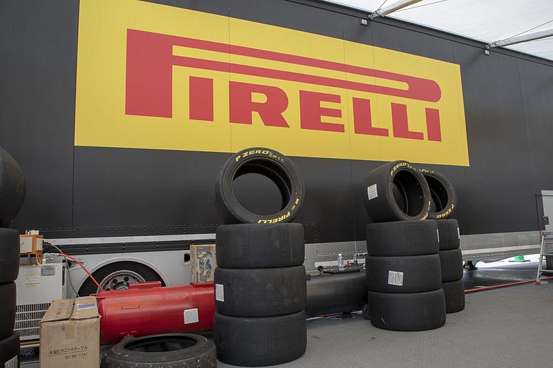 ピレリのスタッフは、各レースに帯同するレギュラースタッフと日本開催のみ担当する日本人スタッフの半々とのこと