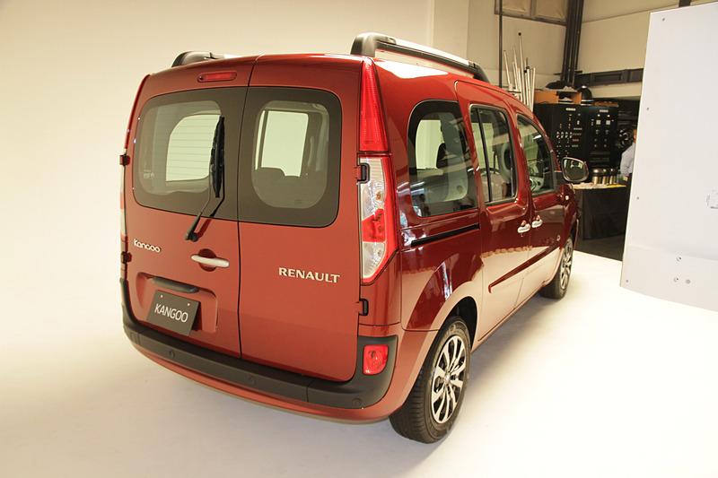 ボディサイズは4280×1830×1875mm(全長×全幅×全高)、ホイールベースは2700mm。車両重量は1460kg